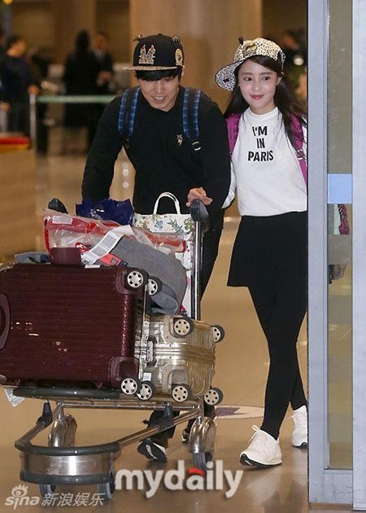 Vợ chồng Sungmin tình tứ trở về từ Maldives
