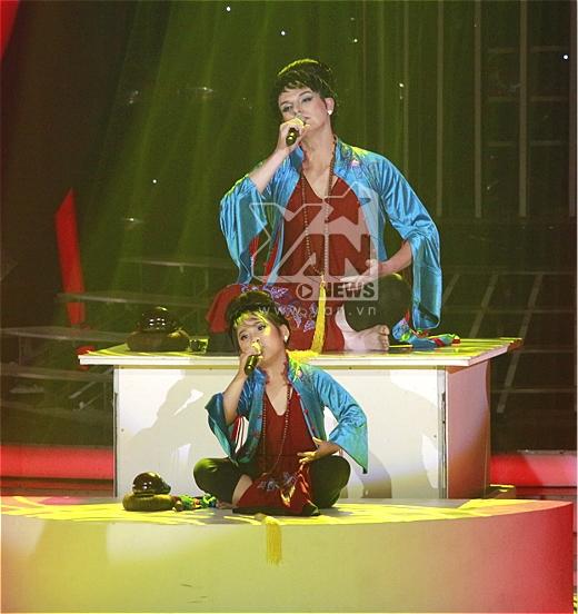 Lên đồng trên sân khấu, cặp Bống lai đoạt cup