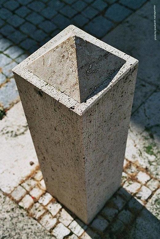 Có ai nhìn ra được một kim tự tháp nhỏ trong bức hình này không?