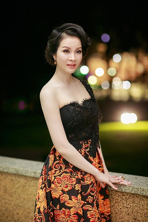 Cô nhận được nhiều lời khen về nhan sắc trẻ trung dù đã ngoài 40 tuổi - Tin sao Viet - Tin tuc sao Viet - Scandal sao Viet - Tin tuc cua Sao - Tin cua Sao