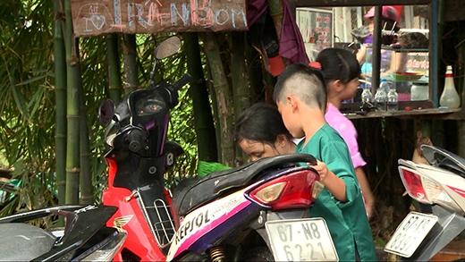 Các con cũng nhiệt tình giúp đỡ bố - Tin sao Viet - Tin tuc sao Viet - Scandal sao Viet - Tin tuc cua Sao - Tin cua Sao