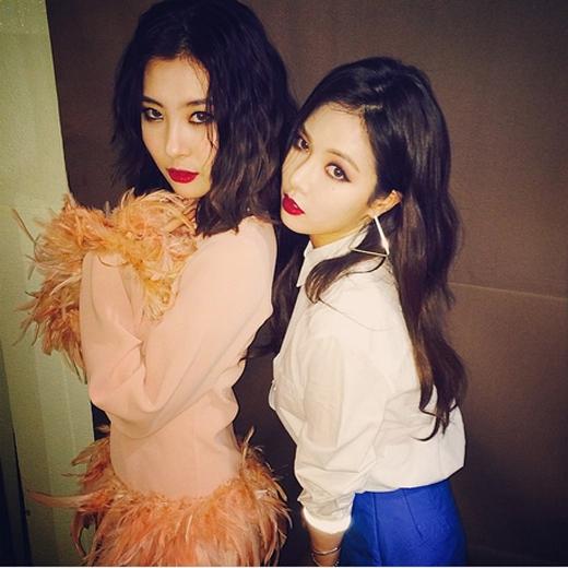 Cựu thành viên Sunmi bất ngờ chụp hình chung cùng HyunA khiến fan thích thú.