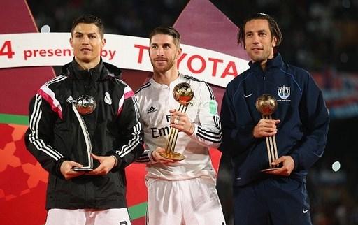 Ramos giành Quả bóng vàng, trong khi đó Ronaldo đoạt Quả bóng bạc. Ảnh: Real Madrid FC.