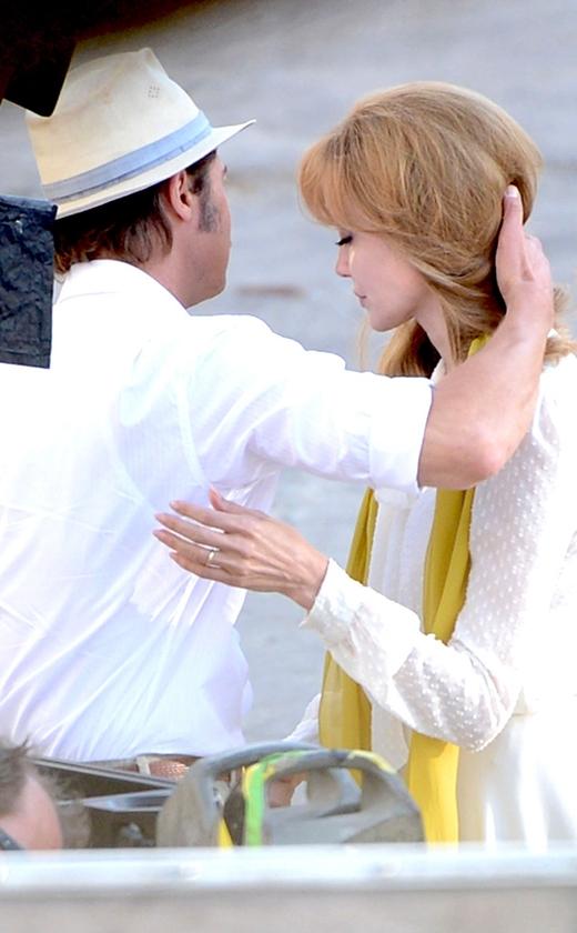 """Angelina Jolie chỉ đạo cảnh """"nóng"""" của chồng"""