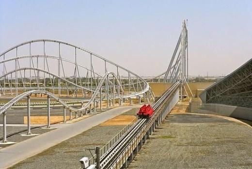 1. Formula Rossa - Công viên thế giới Abu Dhabi Ferrari: Tốc độ nhanh nhất: 240km/h, điểm cao nhất 50,5m. Mở cửa từ 4/11/2010, là tàu lượn siêu tốc nhanh nhất thế giới. Tàu lượn có thể tăng tốc từ 0 đến 240km/h chỉ trong vòng 5 giây, được thiết kế với nhiều đoạn dốc uốn lượn, để du khách có thể được nhào lộn trong không trung nhiều hơn, đồng thời phanh ở đầu dốc sau đó để trôi tự nhiên, khiến du khách chim mình trong cảm giác tụt hẫng rồi lại bồng bềnh.