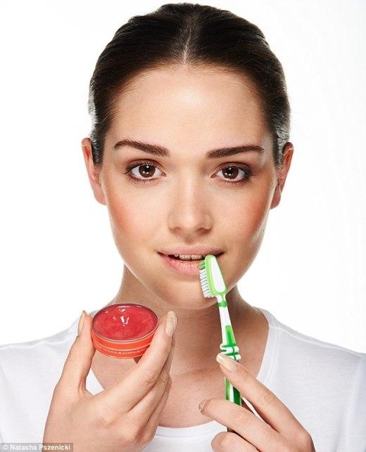 8 tác dụng không ngờ tới của bàn chải đánh răng trong việc làm đẹp