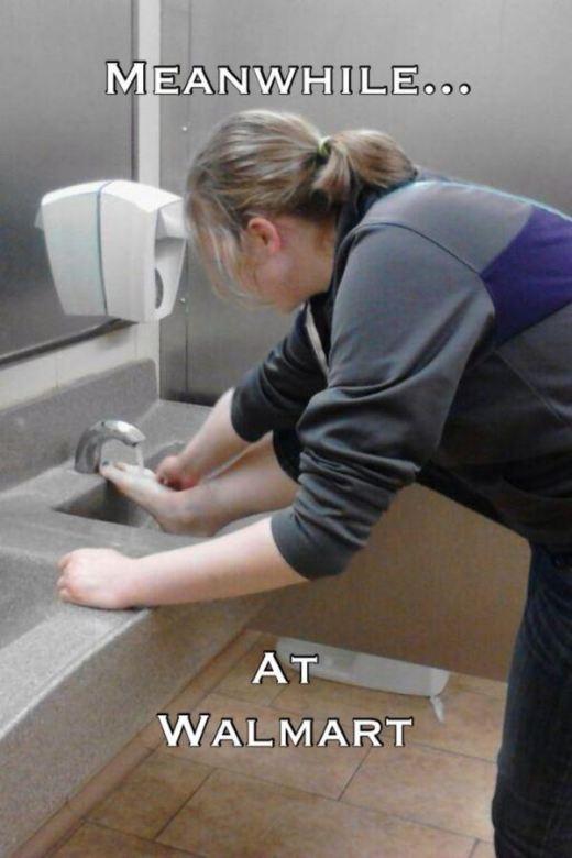 Tận dụng bồn rửa tay để rửa chân