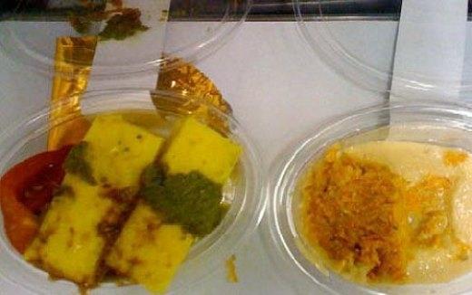 Bữa ăn trên máy bay do ông Oli Beal chụp lại trên chuyến bay.