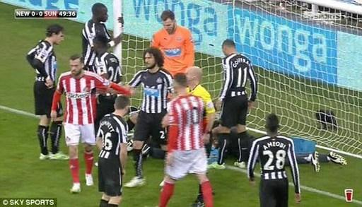 Fletcher nguyên nhân khiến Taylor lao vào cột, tuy nhiên anh hoàn toàn không có ý gây ra chấn thương cho đối thủ