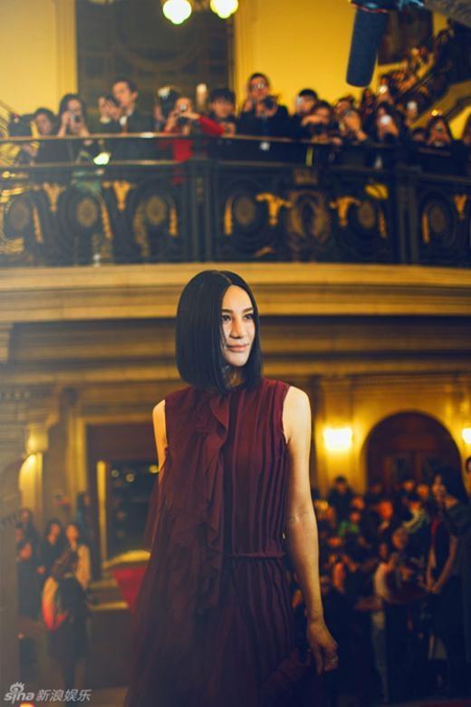 Ca sĩ Trung Quốc Thượng Văn Tiệp với khuôn mặt ngày càng khác lạ, dù cô chưa từng thừa nhận đã sửa mặt.