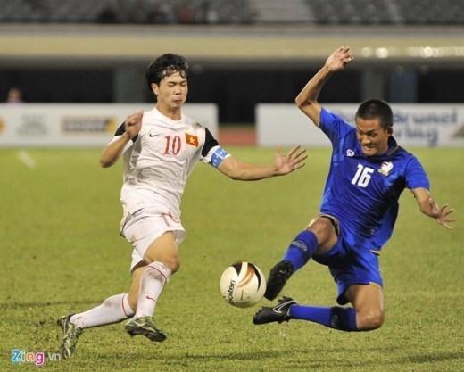Bất chấp việc sử dụng lối chơi thô bạo nhằm khắc chế lối chơi kỹ thuật của các cầu thủ U19 Việt Nam, U19 Thái Lan vẫn phải nhận thất bại trước các học trò của HLV Graechen tại bán kết giải U22 ĐNA Hassanal Bolkiah Trophy tổ chức ở Brunei. Thể hiện phong độ thuyết phục và xứng đáng giành quyền vào chơi chung kết nhưng đáng tiếc là sau đó, Công Phượng, Tuấn Anh cùng đồng đội đã thất bại trước U19 Myanmar. Ảnh: Tùng LêVideoHighlight U19 Việt Nam 1-0 U19 Thái Lan