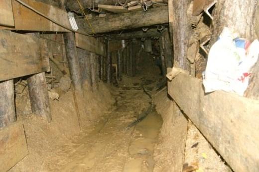 Phía trong hầm do lực lượng công binh thực hiện.
