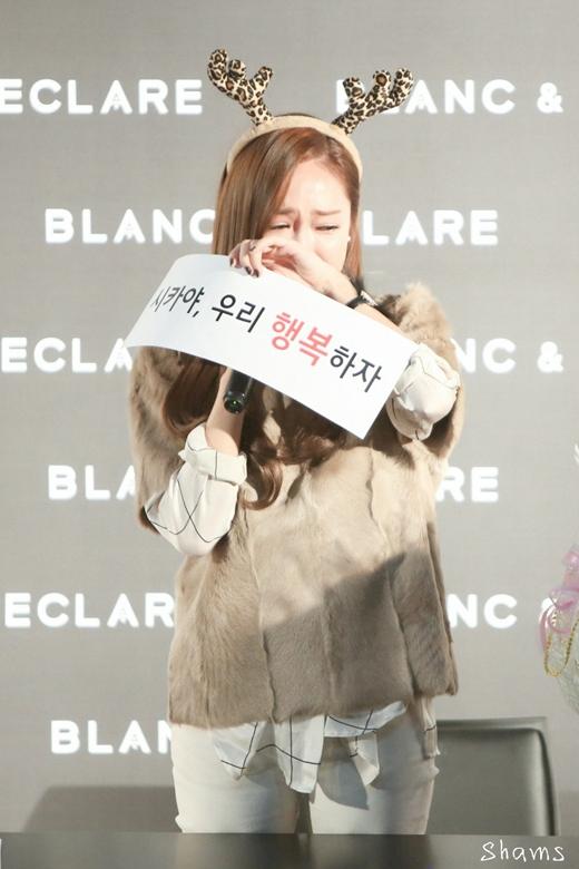 Fan nhói lòng khi nhìn thấy Jessica khóc nức nở