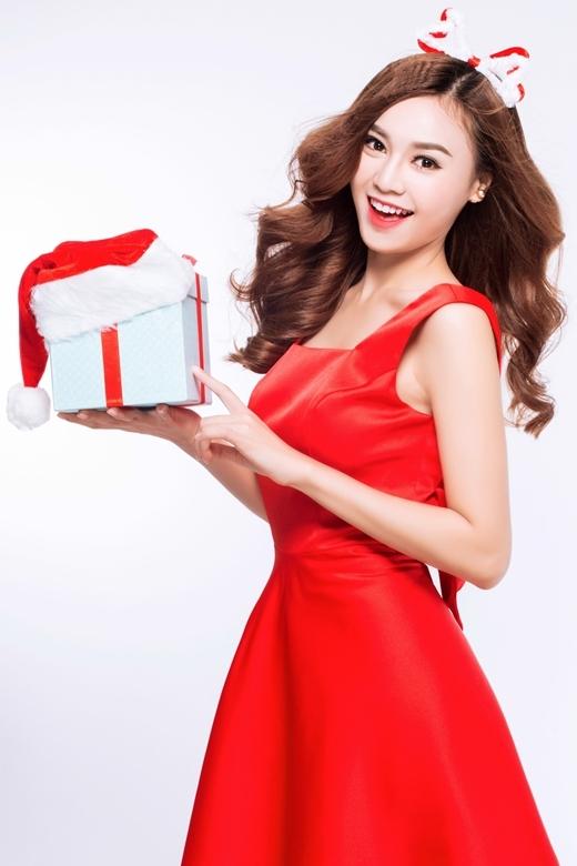 Ninh Dương Lan Ngọc đỏ rực đón mừng Giáng sinh - Tin sao Viet - Tin tuc sao Viet - Scandal sao Viet - Tin tuc cua Sao - Tin cua Sao