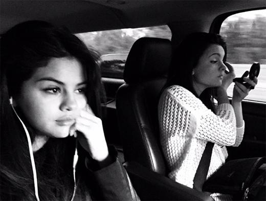 Selena đăng một bức ảnh đang trên đường trở về quê nhà Texas để tận hưởng kỳ nghỉ lễ
