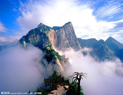 Hoa Sơn nằm với năm đỉnh núi chính, trong đó đỉnh cao nhất (2.154,9 m) là ngọn Nam Phong (ở phía Nam) hay còn được gọi là Lạc Nhạn.