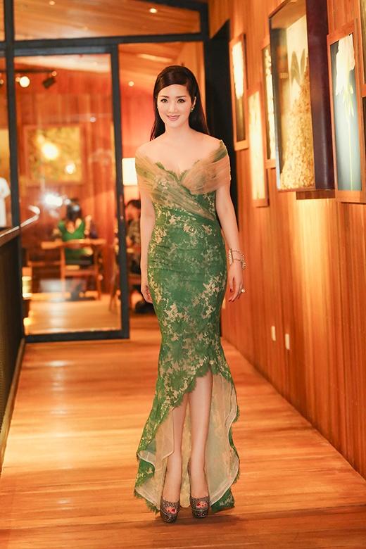 Hoa hậu Giáng My xuất hiện trẻ trung, gợi cảm trong bộ đầm màu xanh ren của NTK Hoàng Hải - Tin sao Viet - Tin tuc sao Viet - Scandal sao Viet - Tin tuc cua Sao - Tin cua Sao