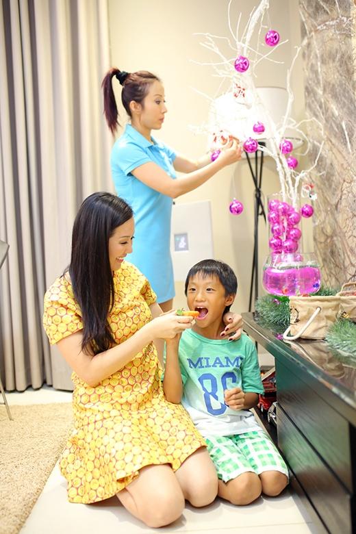 Hoa hậu Thu Hoài tất bật trang trí Giáng sinh cho ngôi nhà tiền tỷ - Tin sao Viet - Tin tuc sao Viet - Scandal sao Viet - Tin tuc cua Sao - Tin cua Sao