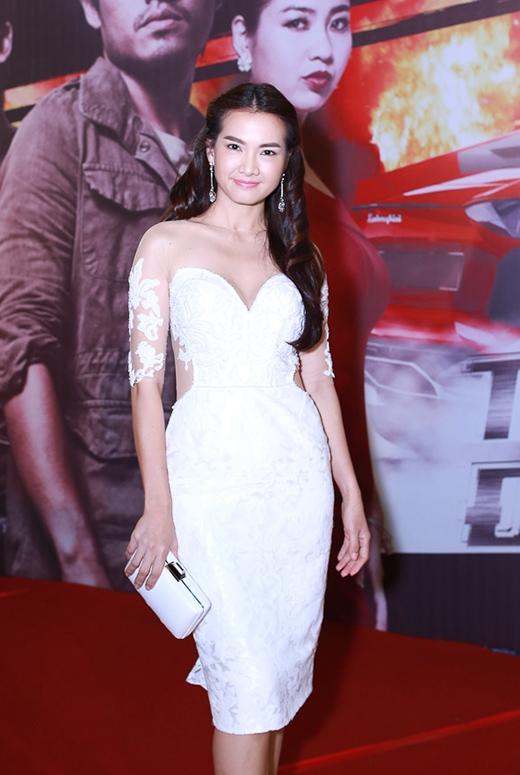 Anh Thư nhẹ nhàng, nữ tính trong bộ đầm trắng - Tin sao Viet - Tin tuc sao Viet - Scandal sao Viet - Tin tuc cua Sao - Tin cua Sao