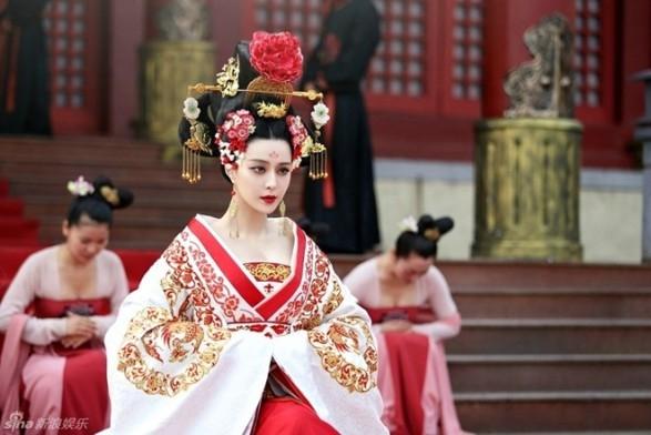 Thuỷ Tiên và Công Vinh chính thức lên xe hoa hot nhất mạng xã hội tuần qua