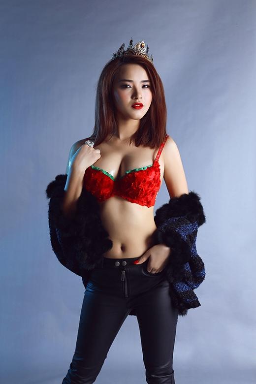 Hải Băng tự tin diện áo ngực màu đỏ khoe vòng một gợi cảm. - Tin sao Viet - Tin tuc sao Viet - Scandal sao Viet - Tin tuc cua Sao - Tin cua Sao