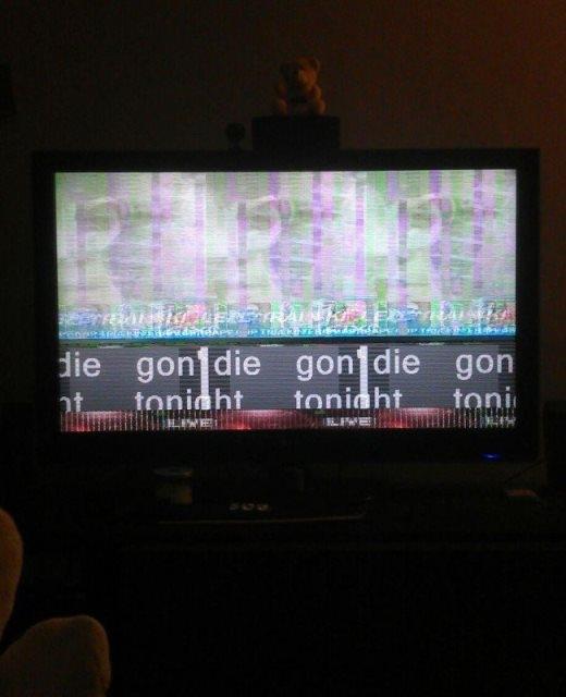 Một cư dân mạngđã chụp lại bức ảnh khi đang xem tivi và đột nhiên bị hư đài