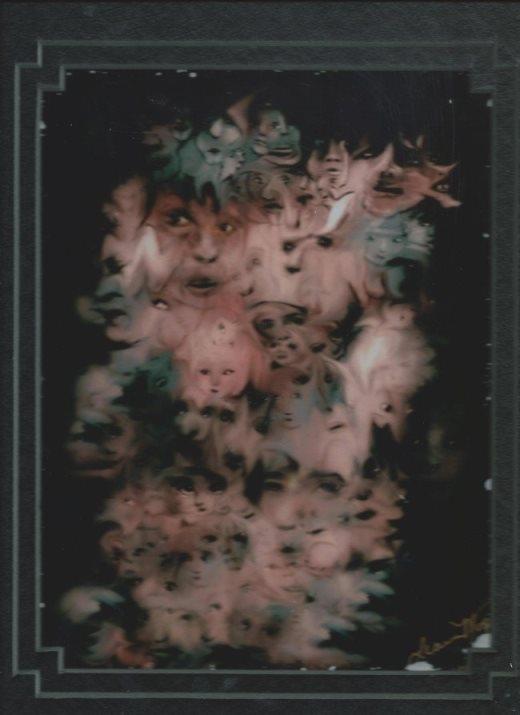 Một bệnh nhân bị tâm thần đã vẽ lại những hình ảnh mà người đó nhìn thấy xung quanh mình