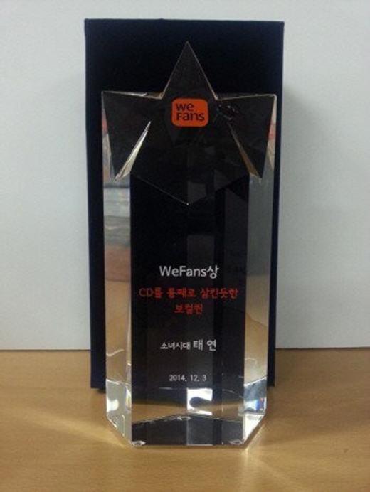 Chiếc cúp cua Wefans dành tặng cho Taeyeon