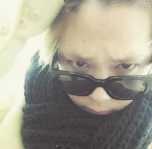 Lee Hong Ki không cảm giác được sự tốt nhất của mình, anh khó chịu và chia sẻ: Đầu của tôi đau quá...bên trong cũng đau nữa.