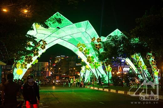 Ngắm một góc Sài Gòn rộn ràng sắc màu Giáng sinh