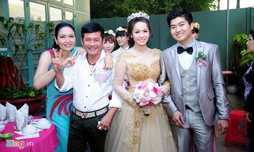 Danh hài Tấn Beo và chị gái chụp ảnh cùng vợ chồng Nhật Kim Anh. - Tin sao Viet - Tin tuc sao Viet - Scandal sao Viet - Tin tuc cua Sao - Tin cua Sao