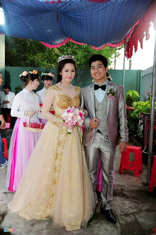 Nhật Kim Anh rạng rỡ trong chiếc váy cưới ánh kim. - Tin sao Viet - Tin tuc sao Viet - Scandal sao Viet - Tin tuc cua Sao - Tin cua Sao