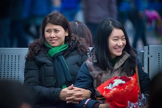 Gia đình Nguyễn Thị Loan có mặt ở sân bay từ rất sớm - Tin sao Viet - Tin tuc sao Viet - Scandal sao Viet - Tin tuc cua Sao - Tin cua Sao