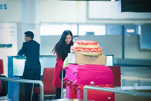 Cô mang rất nhiều hành lý - Tin sao Viet - Tin tuc sao Viet - Scandal sao Viet - Tin tuc cua Sao - Tin cua Sao