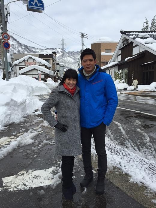 Hai cô con gái hiện tại do bà ngoại chăm sóc để bố mẹ sang Nhật quay chương trình. - Tin sao Viet - Tin tuc sao Viet - Scandal sao Viet - Tin tuc cua Sao - Tin cua Sao