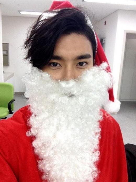 Ông già noel Siwon khá bảnh trai