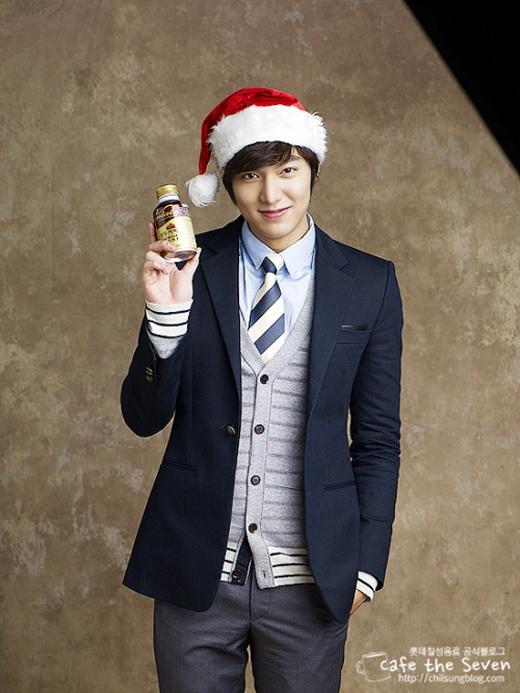 Ông già noel Lee Min Ho trông có vẻ lịch lãm