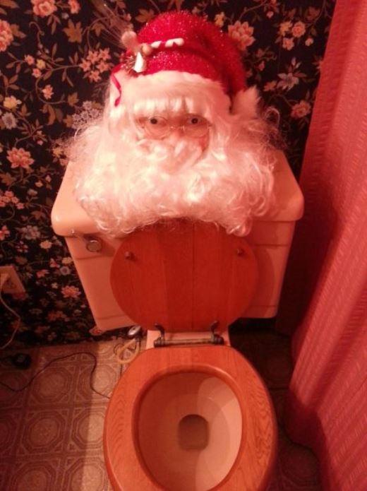 Không khí Noel xuất hiện cả trong nhà vệ sinh