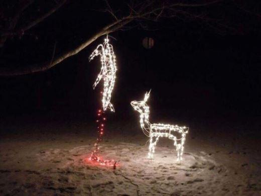 Đây cũng là một cách rất sáng tạo để bày biện đèn Noel