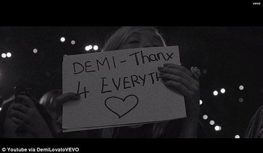 Demi Lovato tặng quà Giáng Sinh đặc biệt cho fan