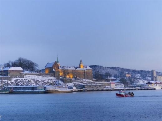 """Pháo đài Akershus, Oslo: Pháo đài này là hình mẫu cho lâu đài của Elsa và Anna trong """"Frozen"""". Bạn có thể thuê hướng dẫn viên để biết thêm được những bí mật và câu chuyện thú vị của lâu đài 500 tuổi này."""