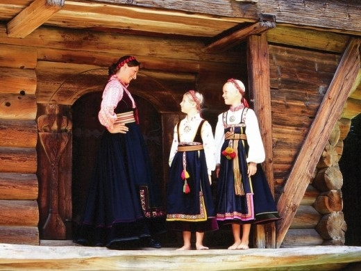 Bảo tàng Norsk Folkemuseum, Oslo: Trang phục khiêu vũ truyền thống được trưng bày ở bảo tàng Norsk Folkemuseum, Oslo, đã gợi cảm hứng cho những bộ váy tuyệt đẹp của Anna, Elsa và người dân trong phim.
