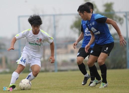 Tốc độ và kỹ thuật của Công Phượng khiến nhiều cầu thủ trẻ Chonburi kinh ngạc.