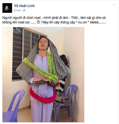 """Danh hài Hoài Linh rất hài hước khi tự biến mình thành một """"cây thông""""."""