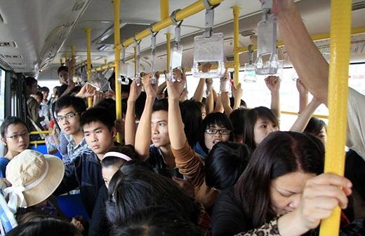 Nên hay không nên có xe buýt dành riêng cho phụ nữ?