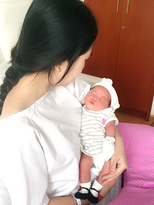 Vợ chồng Lý Hải hạnh phúc khoe con thứ ba vừa sinh - Tin sao Viet - Tin tuc sao Viet - Scandal sao Viet - Tin tuc cua Sao - Tin cua Sao