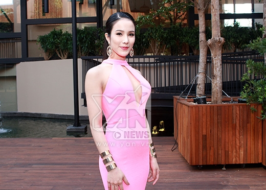 Diệp Lâm Anh diện váy hồng khoe vòng 1 táo bạo. - Tin sao Viet - Tin tuc sao Viet - Scandal sao Viet - Tin tuc cua Sao - Tin cua Sao