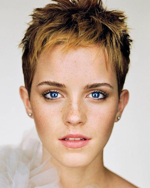 Trong tất cả những kiểu tóc Emma từng để, cô nàng cho rằng kiểu tóc khiến cô cảm quyến rũ nhất đó là kiểu tóc tém của mình.