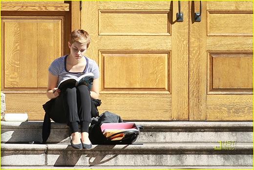 Môn học yêu thích nhất của Emma là nghệ thuật, lịch sử và ngôn ngữ Anh, trong khi môn học mà cô nàng ít hứng thú nhất là toán và địa lý.