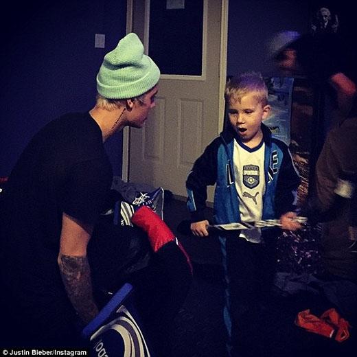 """Justin Bieber tự tặng quà giáng sinh """"khủng"""" cho bản thân"""